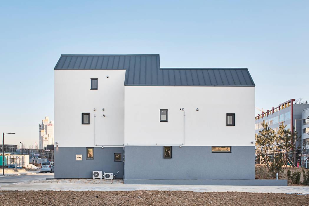 정왕동 두집: 마스아키텍처 (maasachitecture)의 현대 ,모던