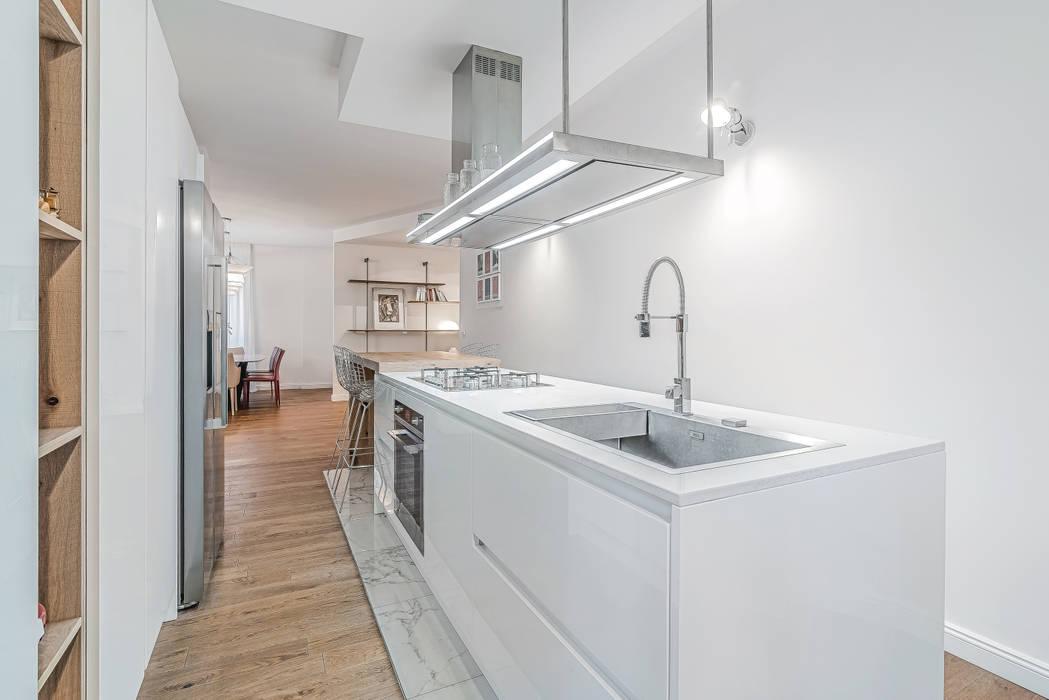 Ristrutturazione appartamento Milano, Tibaldi Cucina moderna di Facile Ristrutturare Moderno