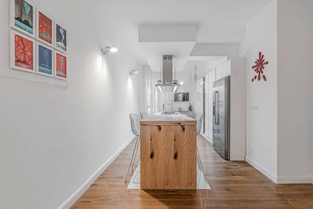 Ristrutturazione appartamento Milano, Tibaldi: Cucina in stile  di Facile Ristrutturare