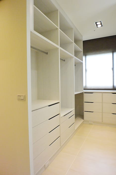 Modern Dressing Room by 萩野空間設計 Modern