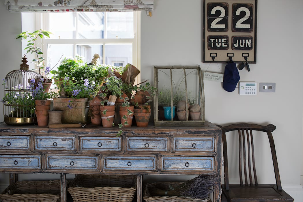 Country Manor Potting Table :  Living room by Thompson Clarke