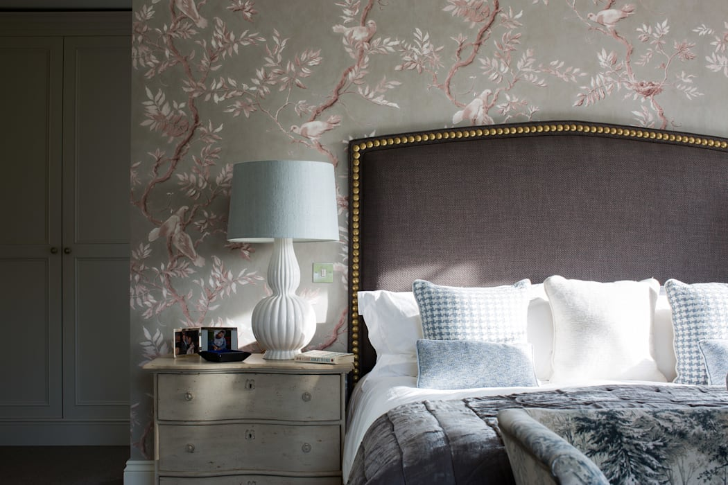 Country Manor Bedroom  :  Bedroom by Thompson Clarke