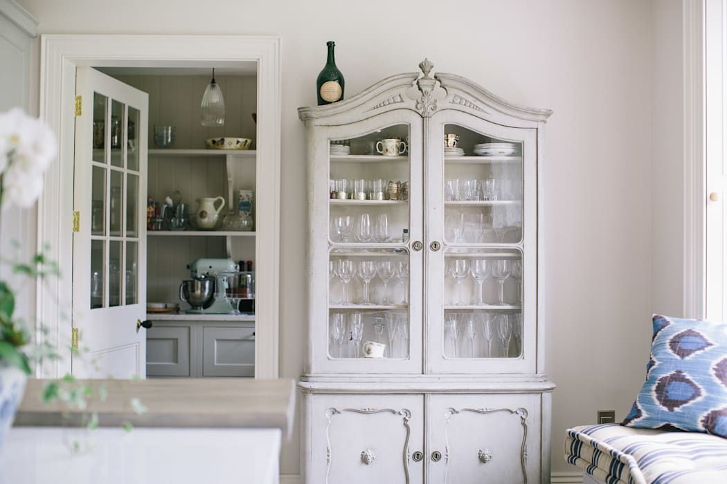Country Manor Kitchen :  Kitchen by Thompson Clarke