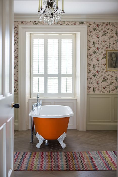 Country Manor Bathroom : classic Bathroom by Thompson Clarke