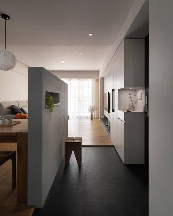 范宅|玄關|:  走廊 & 玄關 by 璞延空間設計