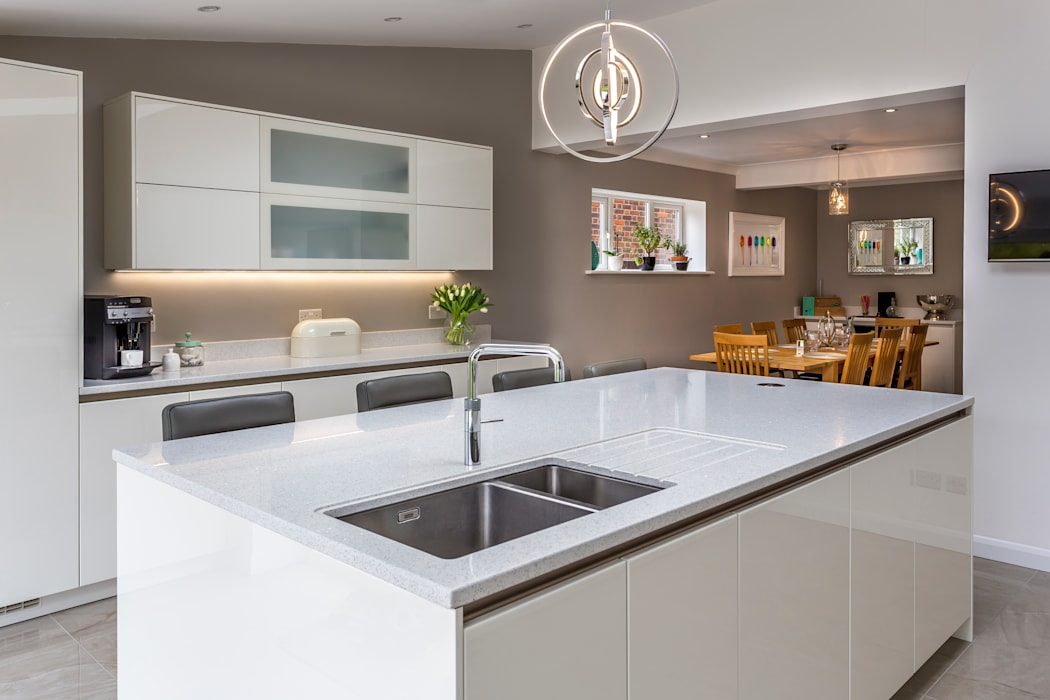 A modern white kitchen by John Ladbury and Company in Hertfordshire.:  Kitchen by John Ladbury and Company