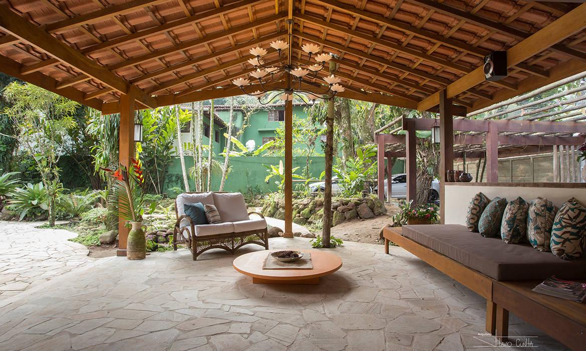 Salas / recibidores de estilo  por SET Arquitetura e Construções, Tropical