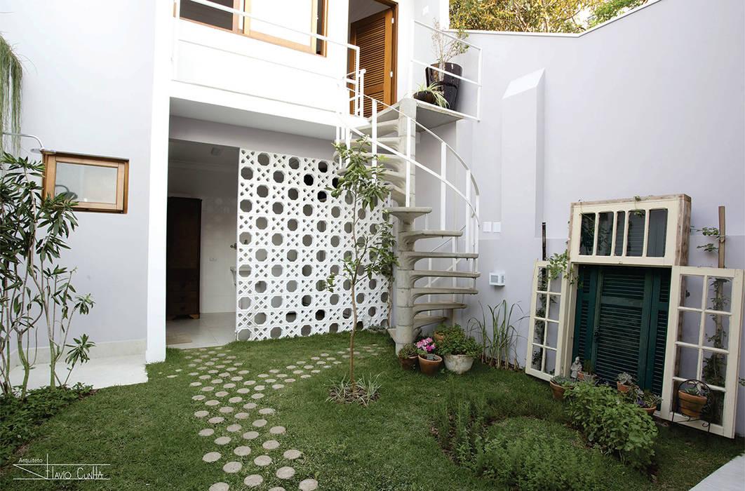 Garajes de estilo clásico de SET Arquitetura e Construções Clásico