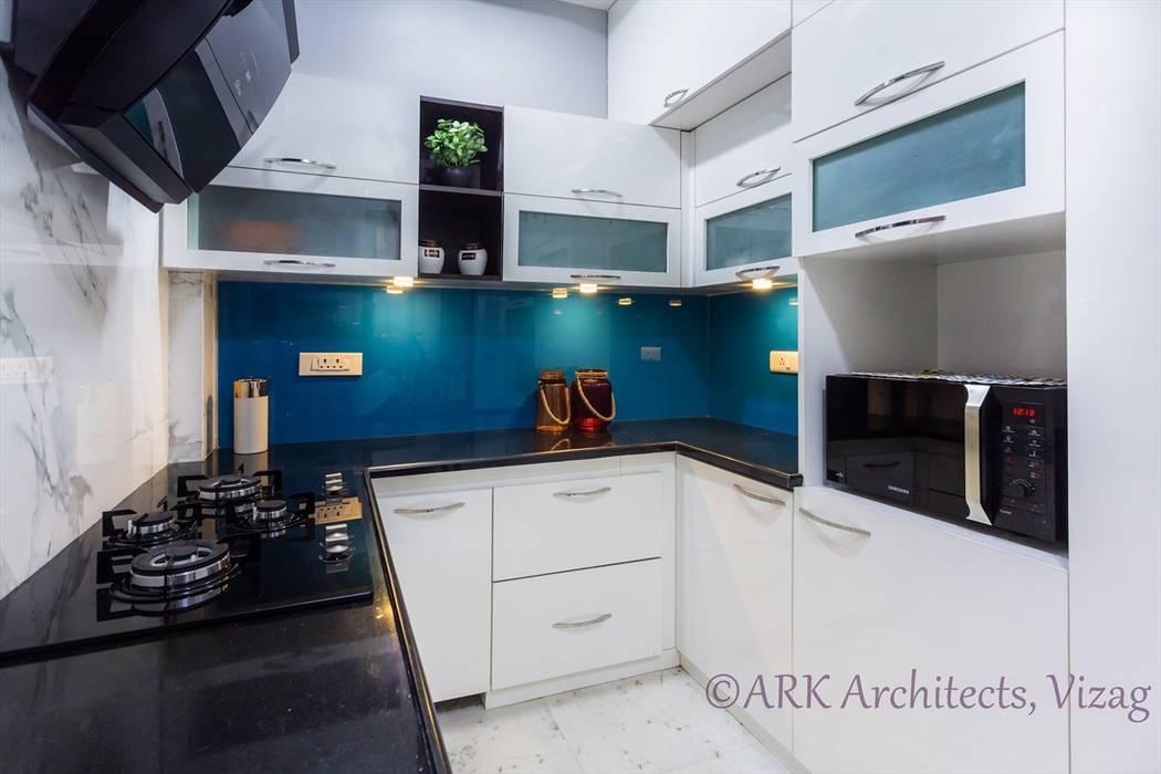 Modern Kitchen by ARK Architects & Interior Designers Modern
