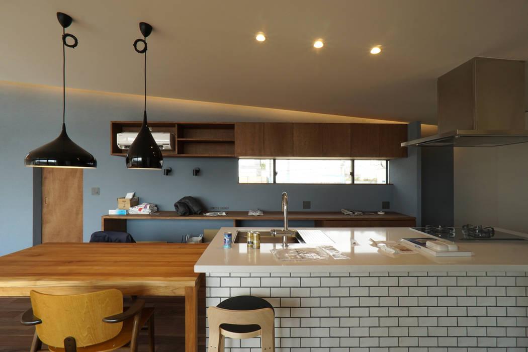 宝塚の家_太陽を取り込む家: 近藤晃弘建築都市設計事務所が手掛けたキッチンです。