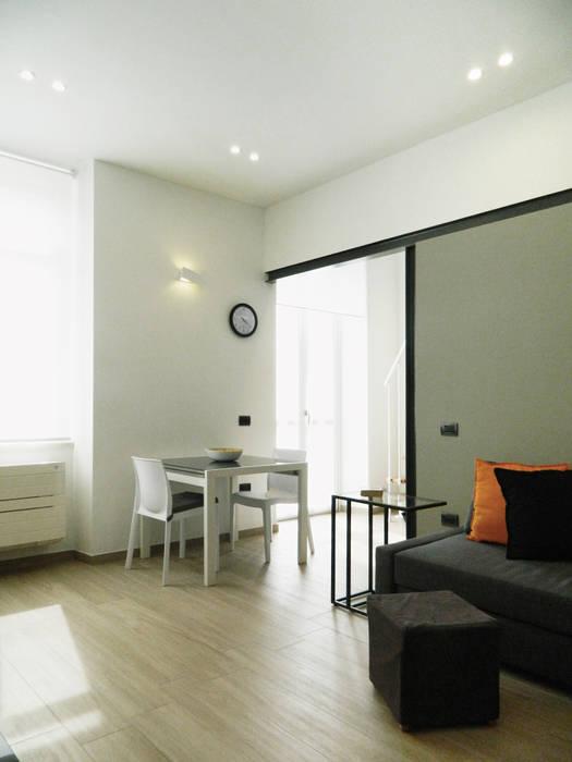 Ingresso_01: Soggiorno in stile in stile Moderno di M2Bstudio