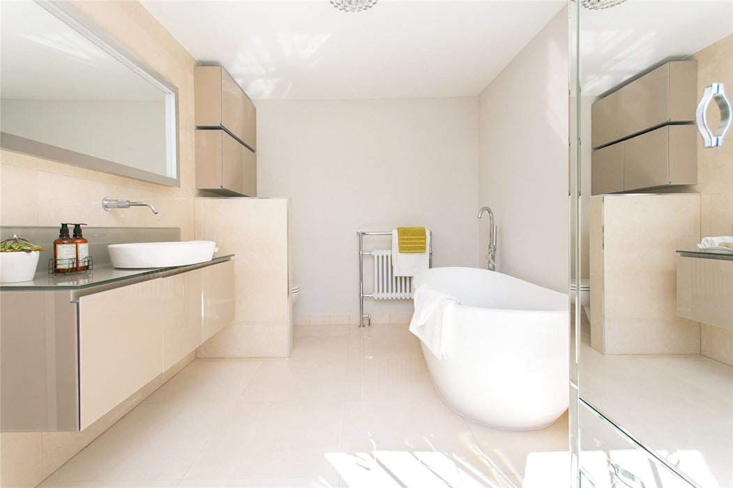 Lillieshall Road, London, SW4: modern Bathroom by APT Renovation Ltd