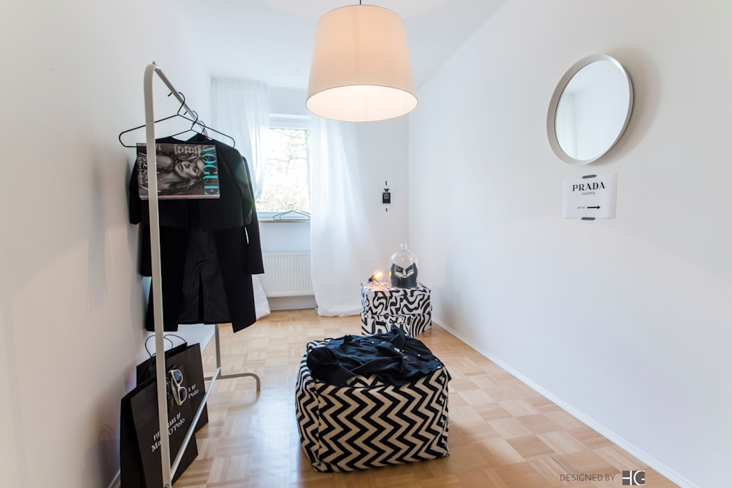 Scandinavian style dressing room by Münchner home staging Agentur GESCHKA Scandinavian