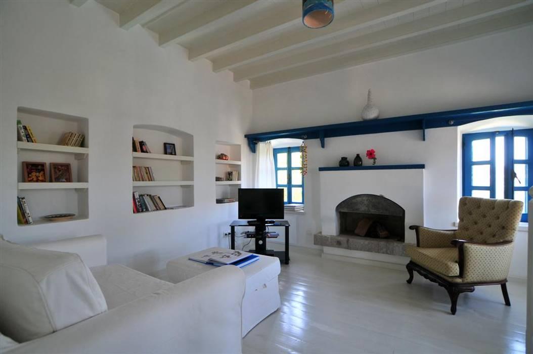Salas de estar mediterrâneas por homify Mediterrâneo