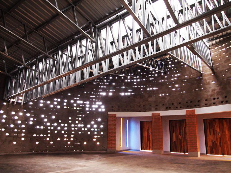 Moderne Kongresscenter von A4AC Architects Modern Glas