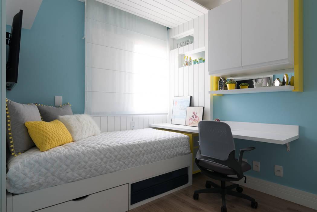 Modern style bedroom by Danyela Corrêa Arquitetura Modern