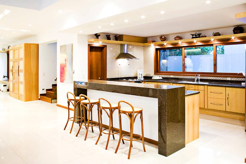 Tiede Arquitetos Modern Kitchen