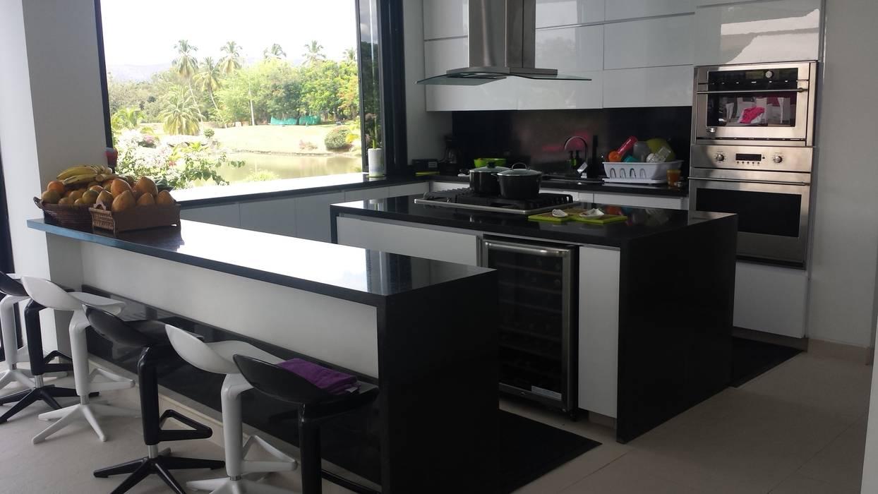 """Casa Campestre Condominio """"El Peñon"""" Girardot / Tel: 3125831655 Cocinas de estilo minimalista de Construcciones Cubicar S.A.S Minimalista"""