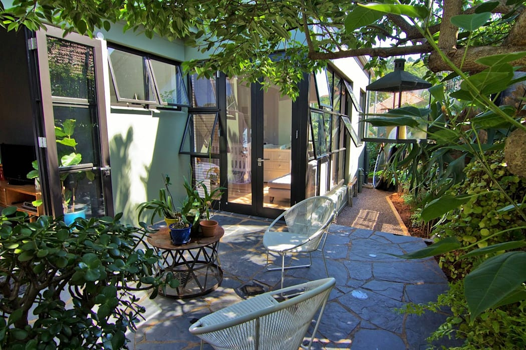 Modern garden by Ferguson Architects Modern
