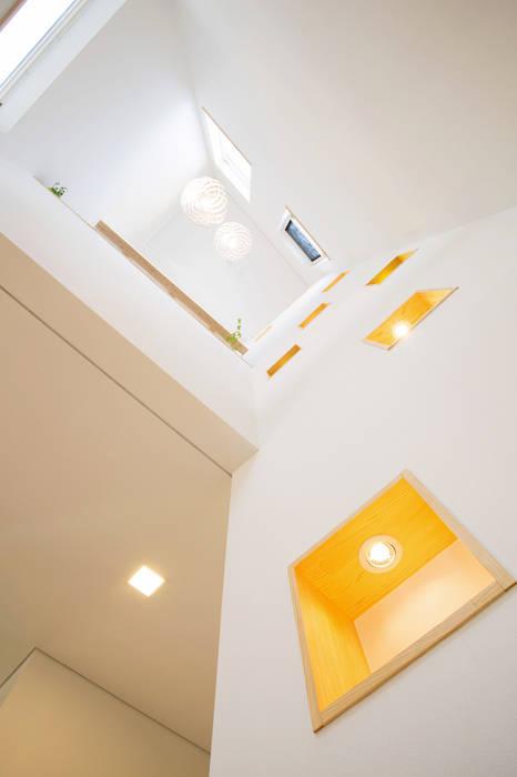 Modern Walls and Floors by 창조하우징 Modern