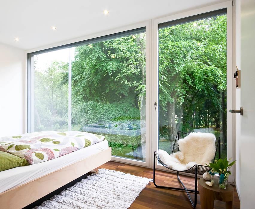 Phòng ngủ phong cách tối giản bởi ARCHITEKTEN GECKELER Tối giản Gỗ Wood effect