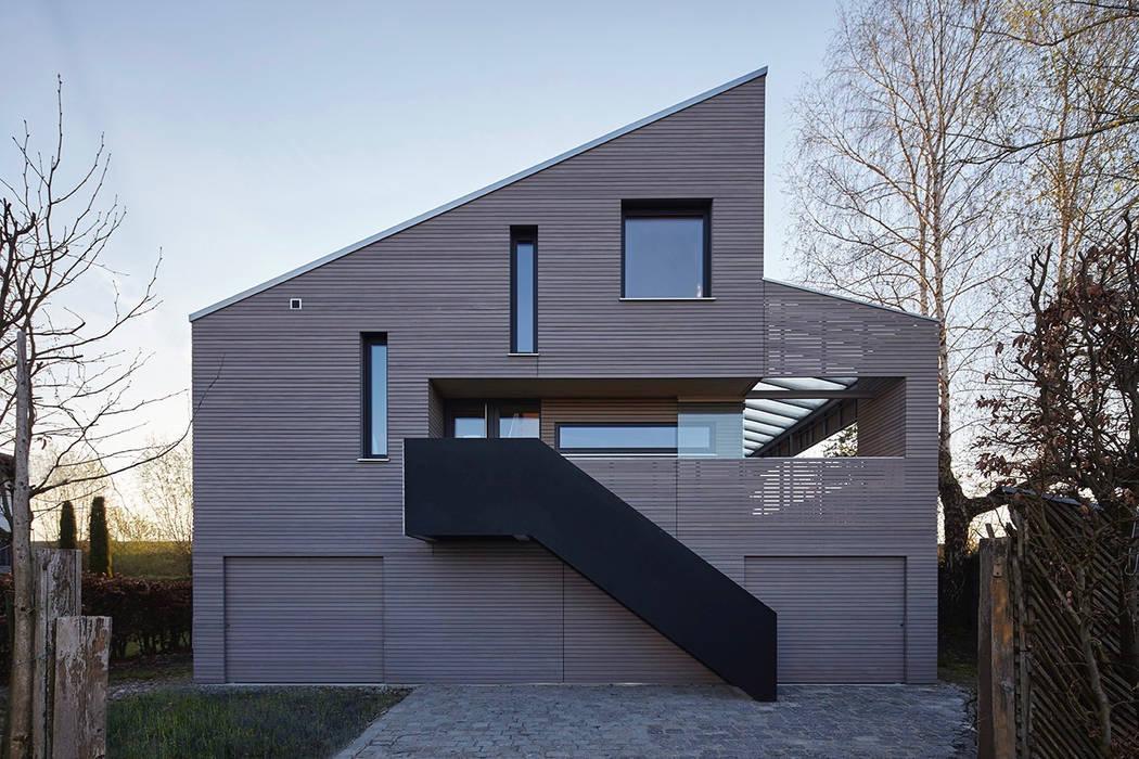 WESTFASSADE:  Häuser von ARCHITEKTEN GECKELER,Modern Holz Holznachbildung