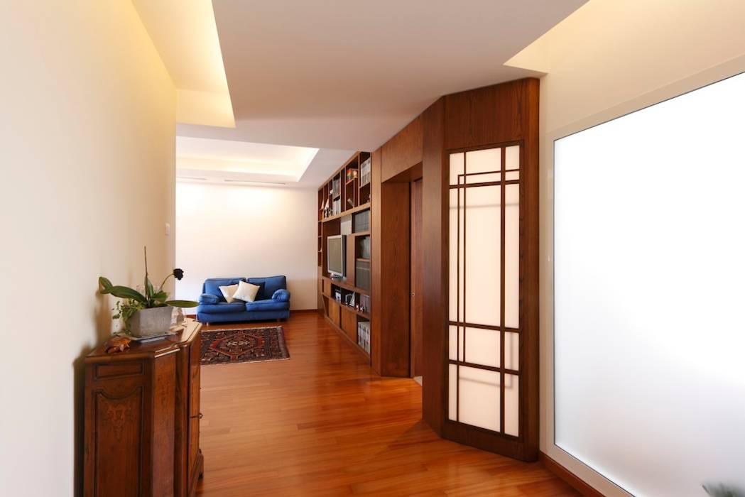 Ingresso Daniele Arcomano Ingresso, Corridoio & Scale in stile moderno Legno