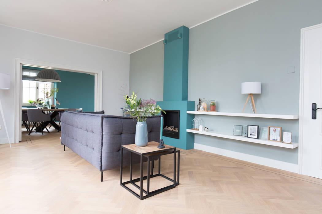 Interieurontwerp woning Duitsland:  Woonkamer door Mignon van de Bunt Interieurontwerp, Styling & Realisatie