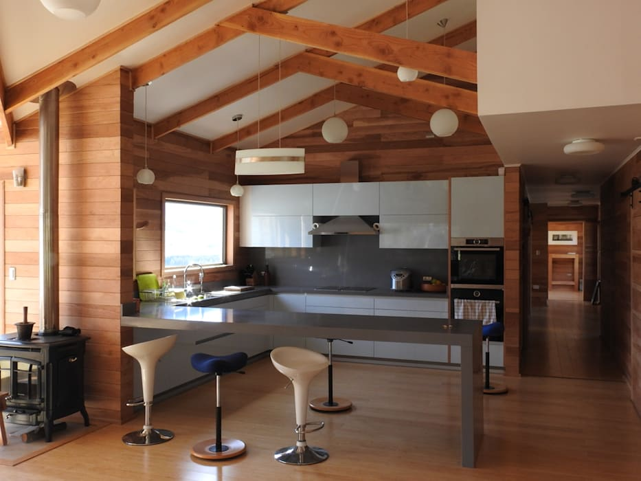 VISTA COCINA Cocinas de estilo moderno de U.R.Q. Arquitectura Moderno