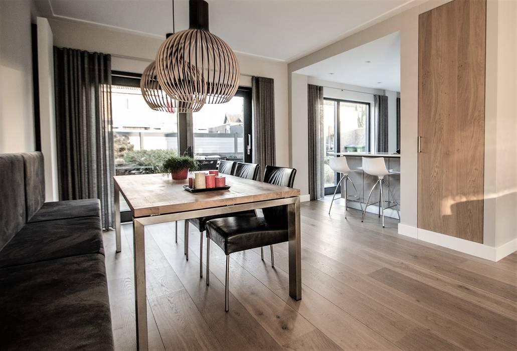 Van Toledo interieurontwerp & advies Dining roomLighting Wood Wood effect