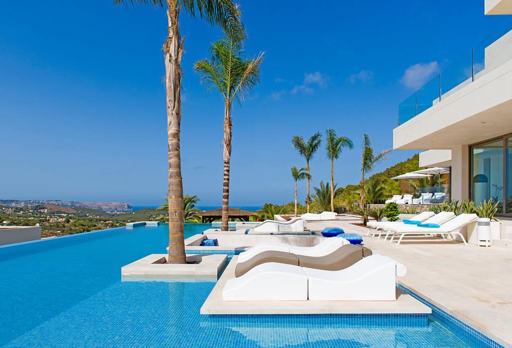 Pool by Miralbo Urbana S.L.