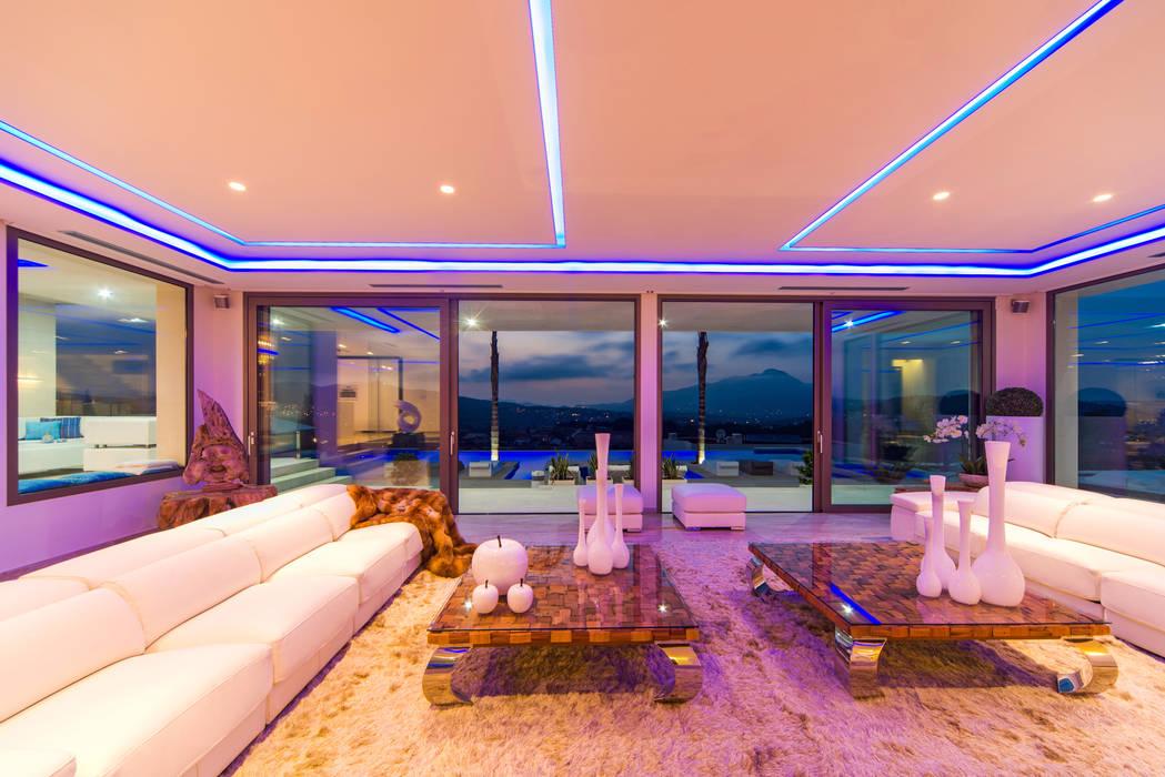 modern Living room by Miralbo Urbana S.L.