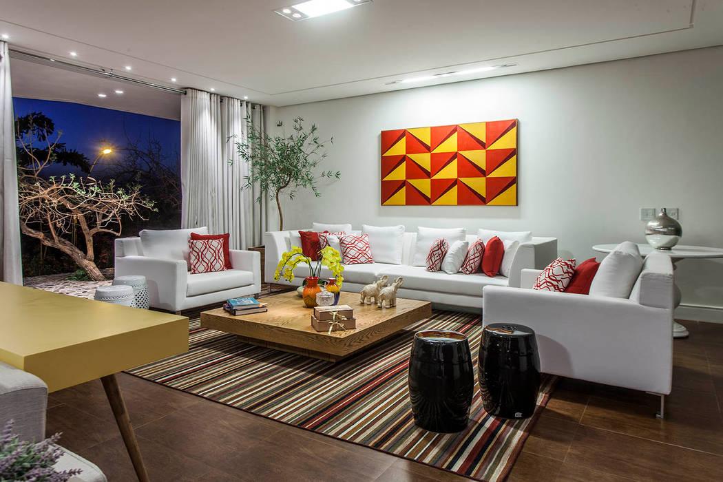 Livings de estilo moderno de fatto arquitetura Moderno