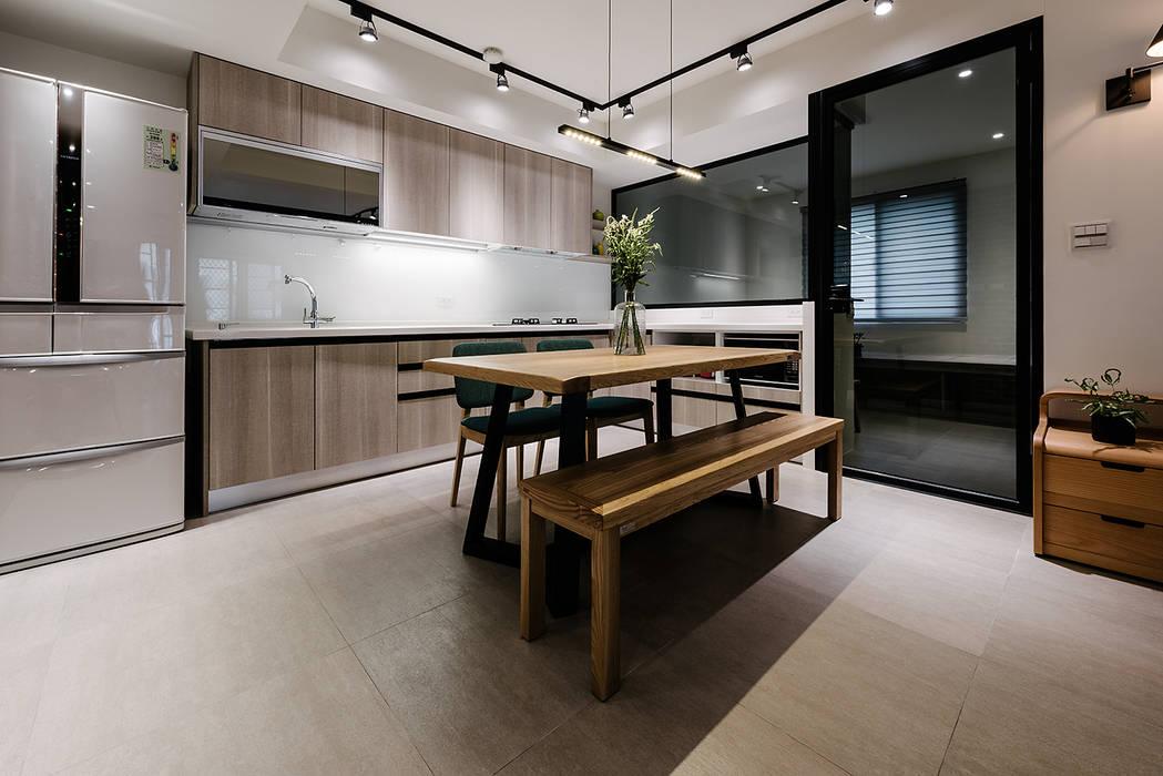 4F開放式廚房:  廚房 by 隹設計 ZHUI Design Studio, 隨意取材風