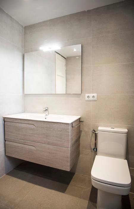 Ba o alicatado con azulejos beige ba os de estilo de - Alicatados banos modernos ...