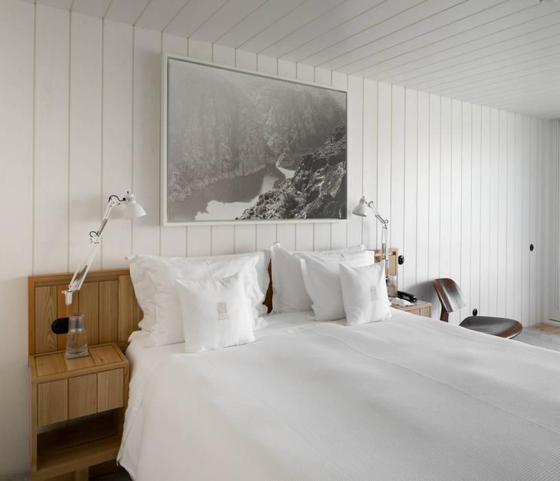 RUSTICASA | Casa do Rio | Vila Nova de Foz Côa Hotéis modernos por RUSTICASA Moderno Madeira Acabamento em madeira