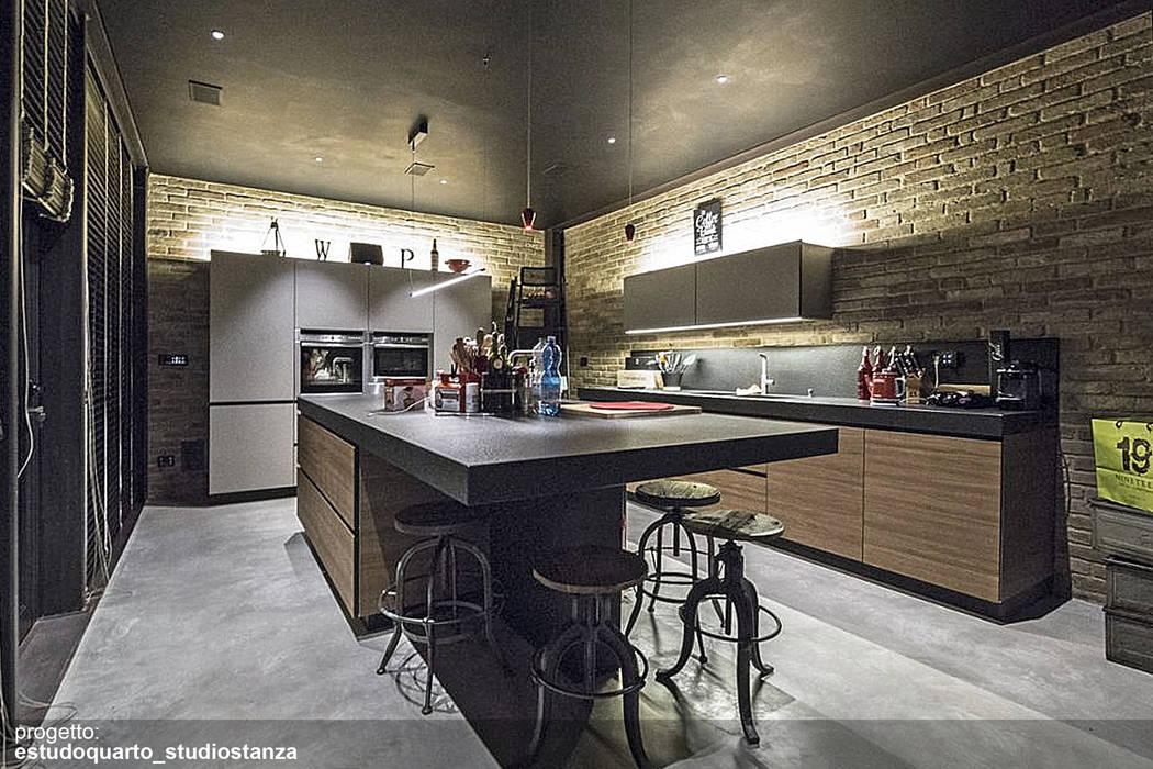 Cucina del loft iloveny: cucina in stile in stile industriale di ...