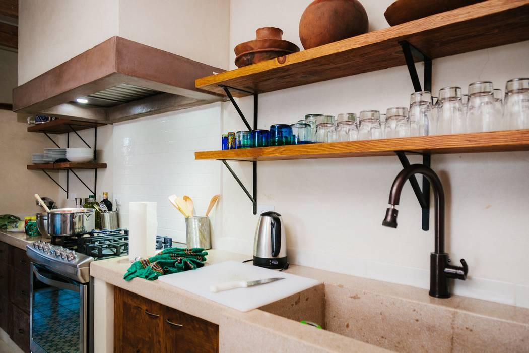 Кухни в . Автор – HA Arquitectos, Эклектичный