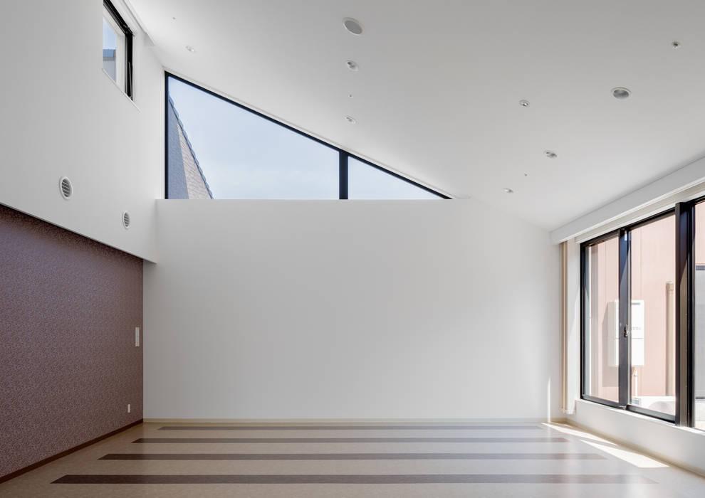 Gimnasios en casa de estilo  por 株式会社小木野貴光アトリエ 級建築士事務所, Asiático