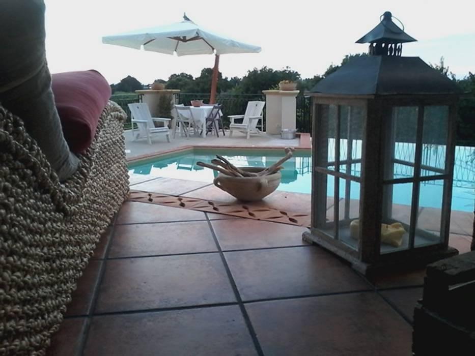 piscina: Piscina in stile in stile Mediterraneo di Studio di Progettazione Arch. Tiziana Franchina