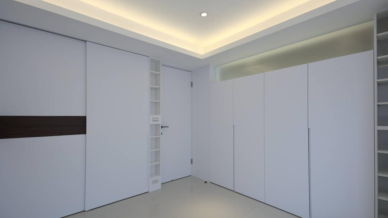 收納多樂活心體驗:  臥室 by 瓦悅設計有限公司