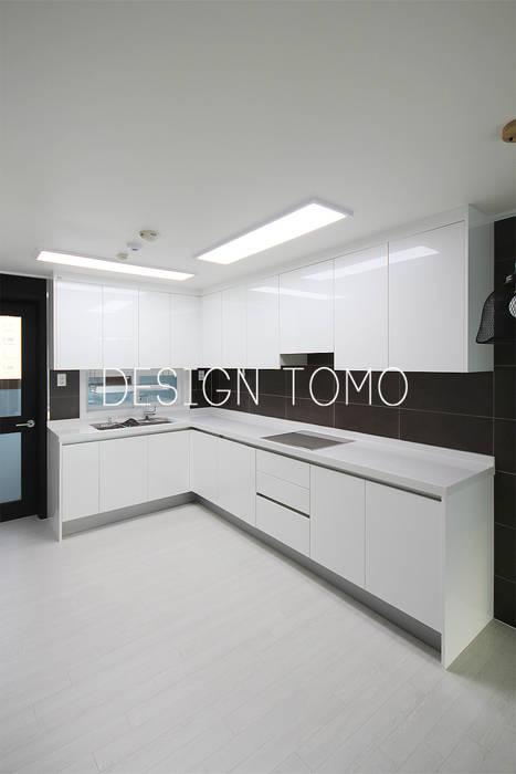 Ruang Keluarga oleh 디자인토모