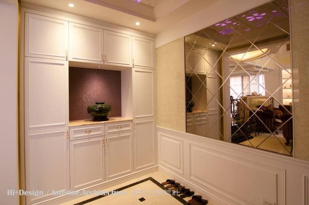 Couloir et hall d'entrée de style  par Hi+Design/Interior.Architecture. 寰邑空間設計,