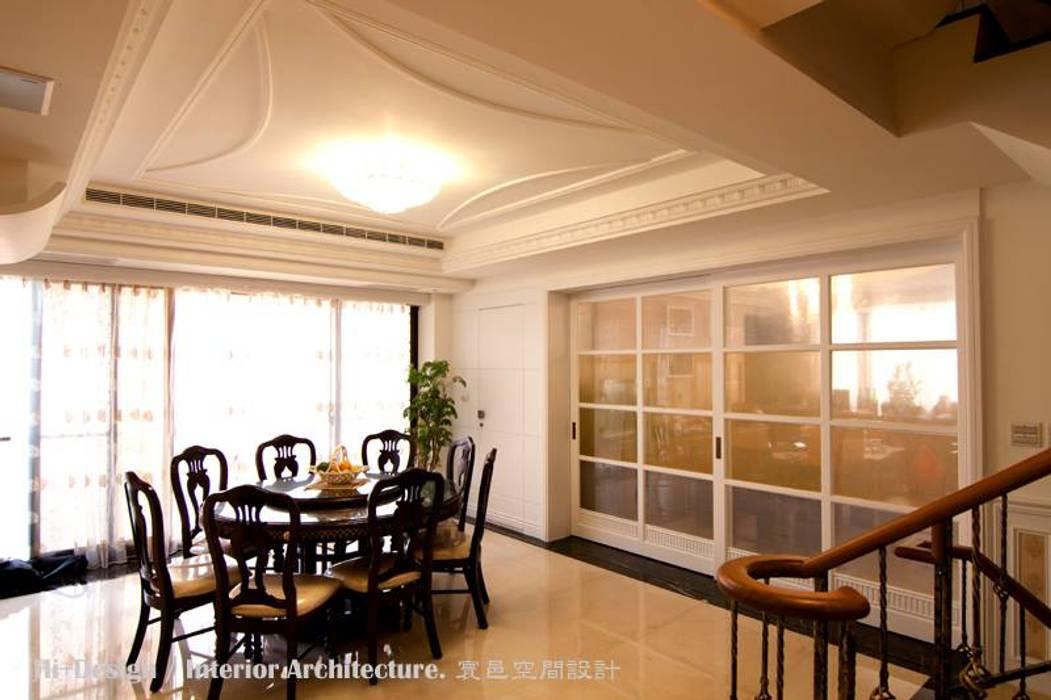 Salle à manger de style  par Hi+Design/Interior.Architecture. 寰邑空間設計,