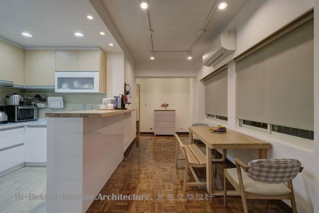 台北市忠孝東路三段設計裝修案:  餐廳 by Hi+Design/Interior.Architecture. 寰邑空間設計, 北歐風