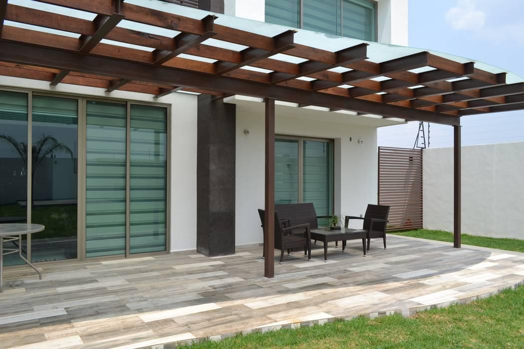 Modern Balkon, Veranda & Teras ANTARA DISEÑO Y CONSTRUCCIÓN SA DE CV Modern Ahşap Ahşap rengi