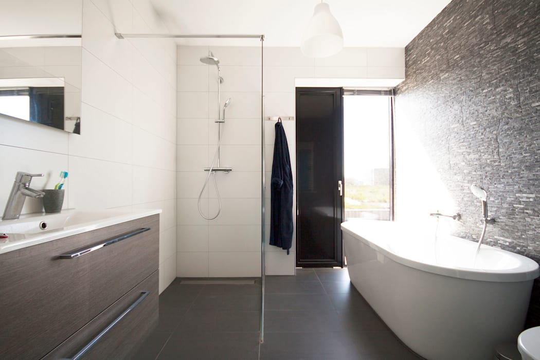 Modern bathroom by 8A Architecten Modern Tiles
