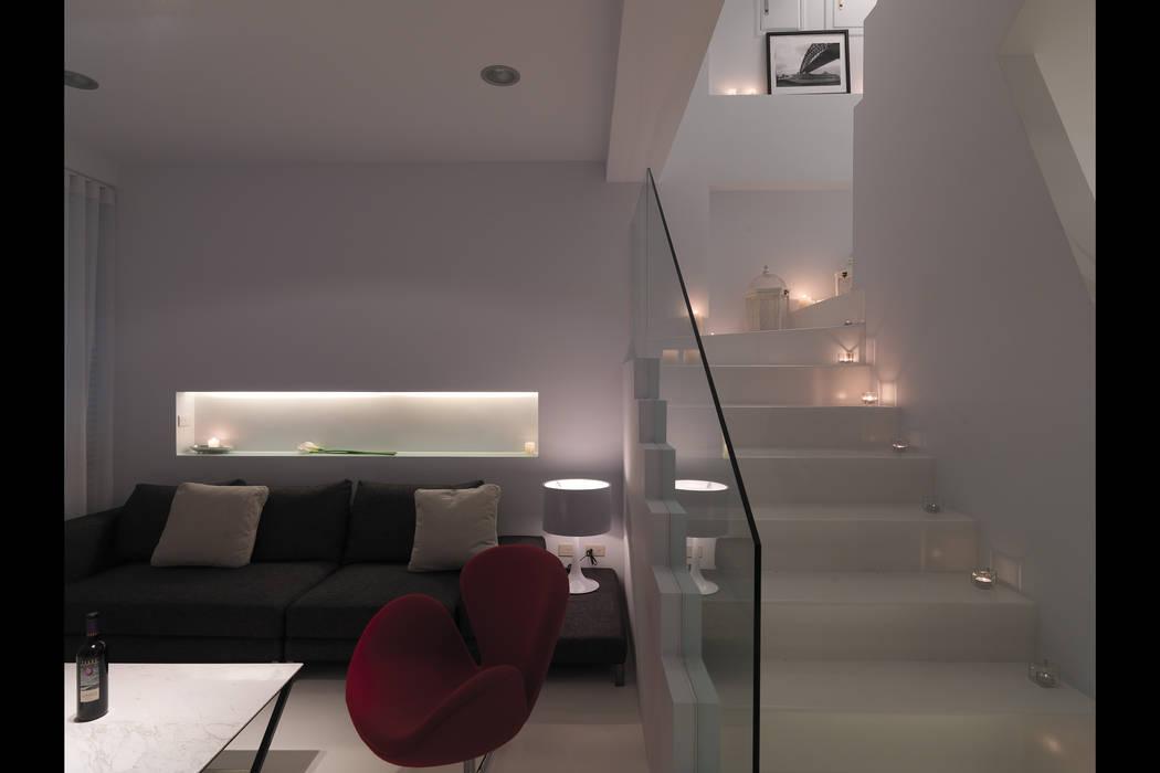 Salones de estilo  de 邑法室內裝修設計有限公司, Minimalista