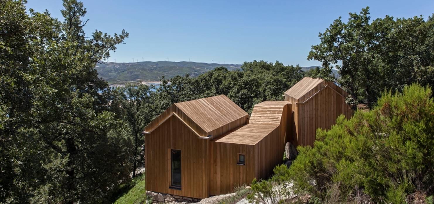RUSTICASA | Moinhos da Corga | Montalegre Hotéis modernos por Rusticasa Moderno Madeira Acabamento em madeira