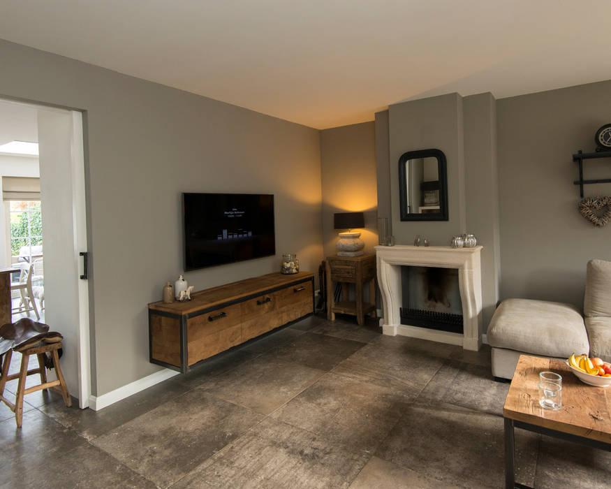 Projekt 3 Moderne Wohnzimmer von RestyleXL Modern